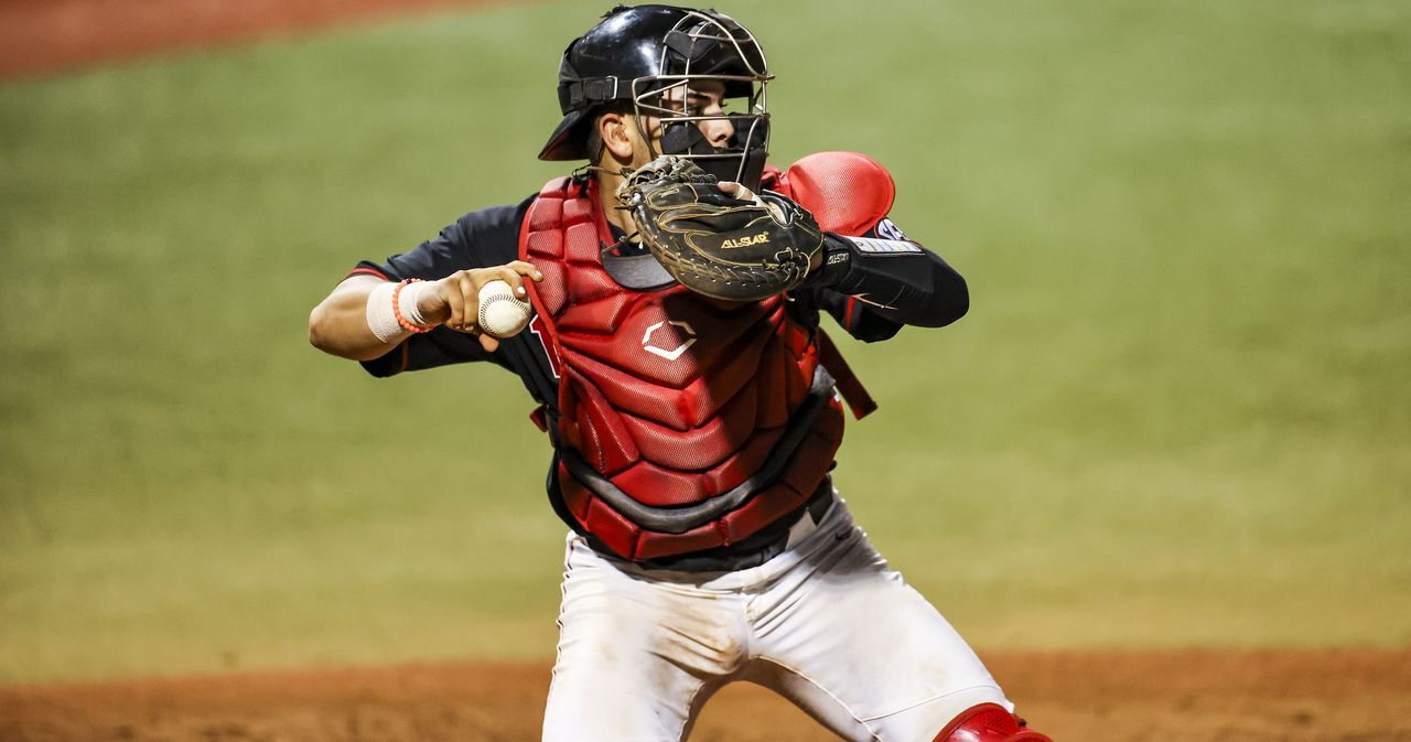Georgia Travels to Baum-Walker Stadium to Take on Arkansas